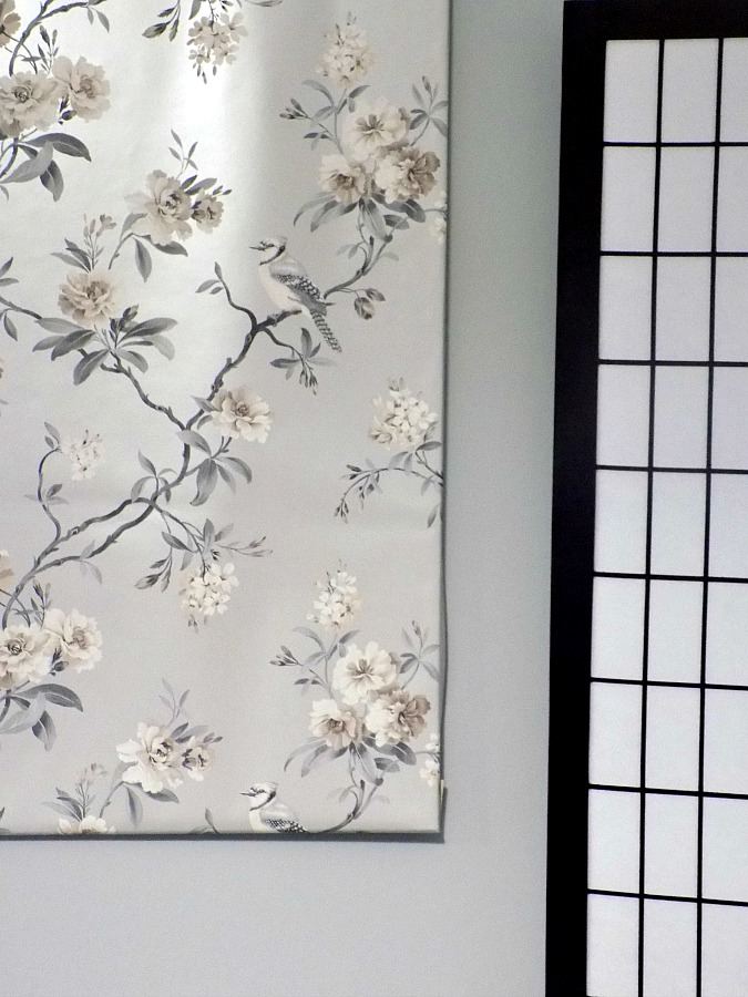 Chinoiserie canvas with wallpaper