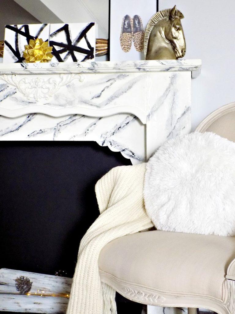 Χειμωνιάτικη διακόσμηση σαλονιού, γούνινα μαξιλάρια
