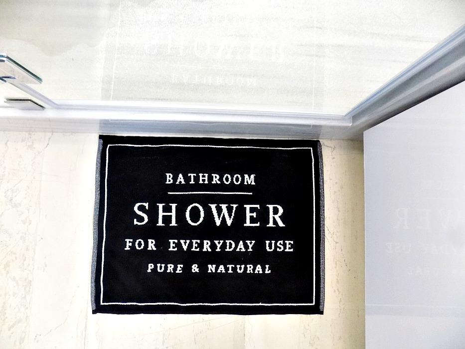 Μαύρο χαλάκαι ΗΜ ΗΟΜΕ για τα νερά μπροστά στη ντουζιέρα