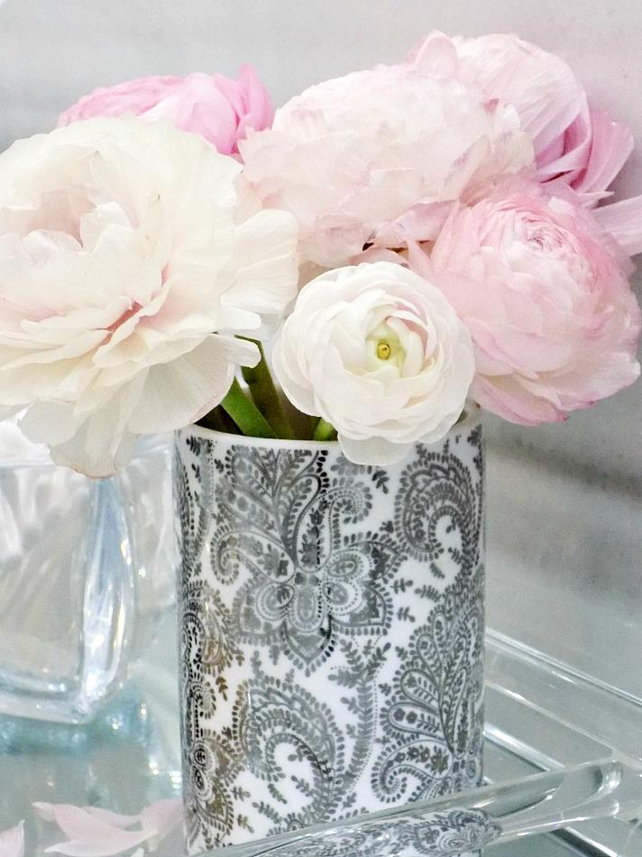 Μπουκέτο με ροζ νεραγκούλες σε βάζο από το ZARA HOME