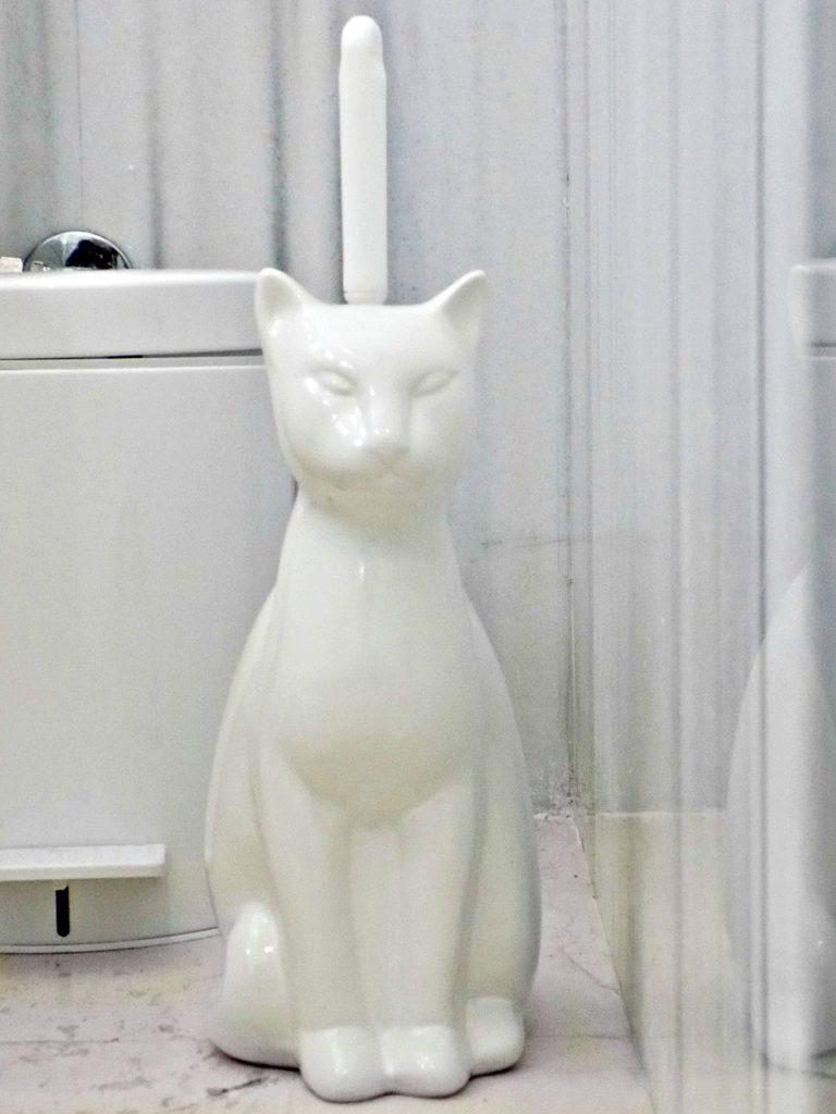 Άσπρα αξεσουάρ μπάνιου, πιγκάλ γάτα