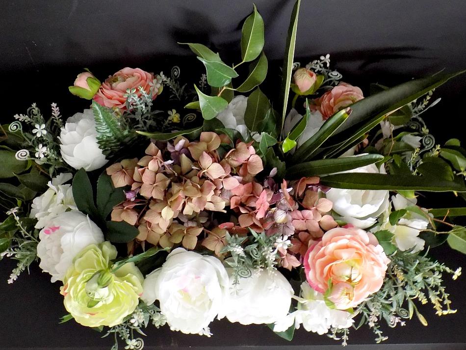 Οδηγίες βήμα-βήμα για το πως να δημιουργήσουμε μία σύνθεση λουλουδιών με ψεύτικα και αληθινά λουλούδια