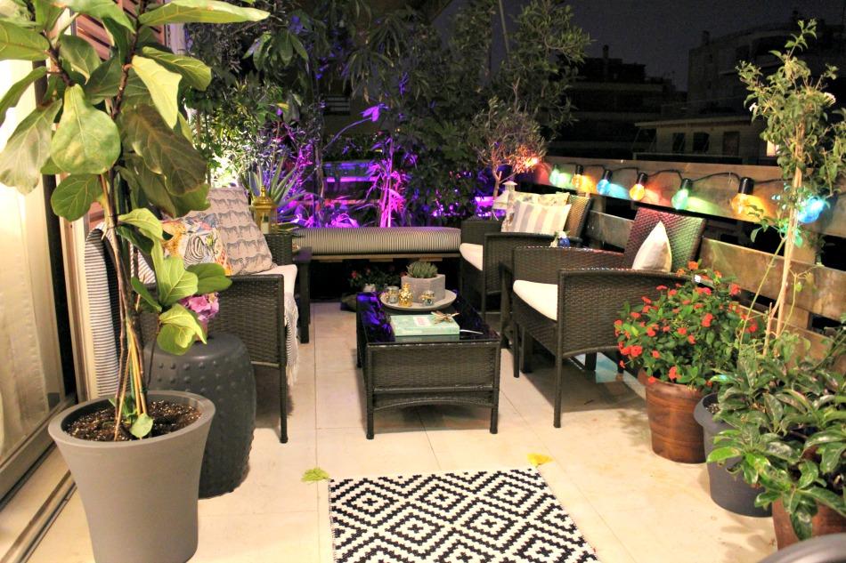 Καλοκαιρινή νύχτα στο μπαλκόνι