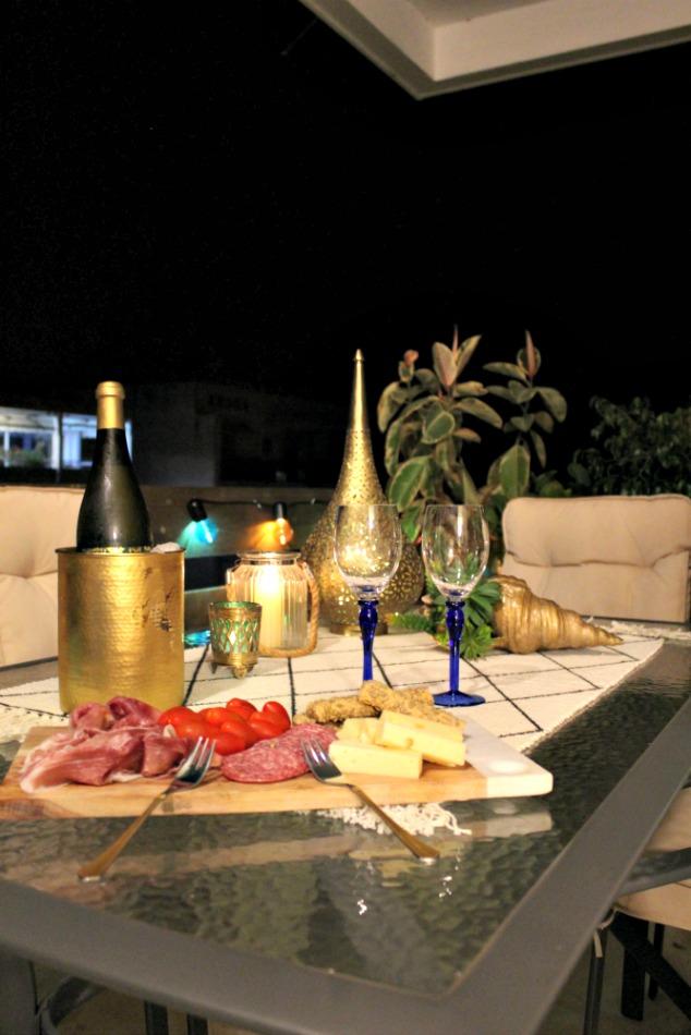 Νύχτες καλοκαιριού στη βεράντα