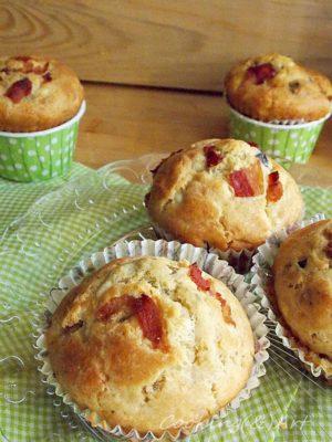 Αλμυρά muffins με φέτα, ελιές και κάπαρη