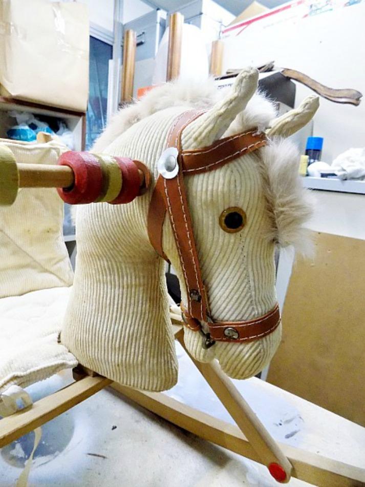 Παλιό ξύλινο αλογάκι, το κεφάλι πριν την αλλαγή του