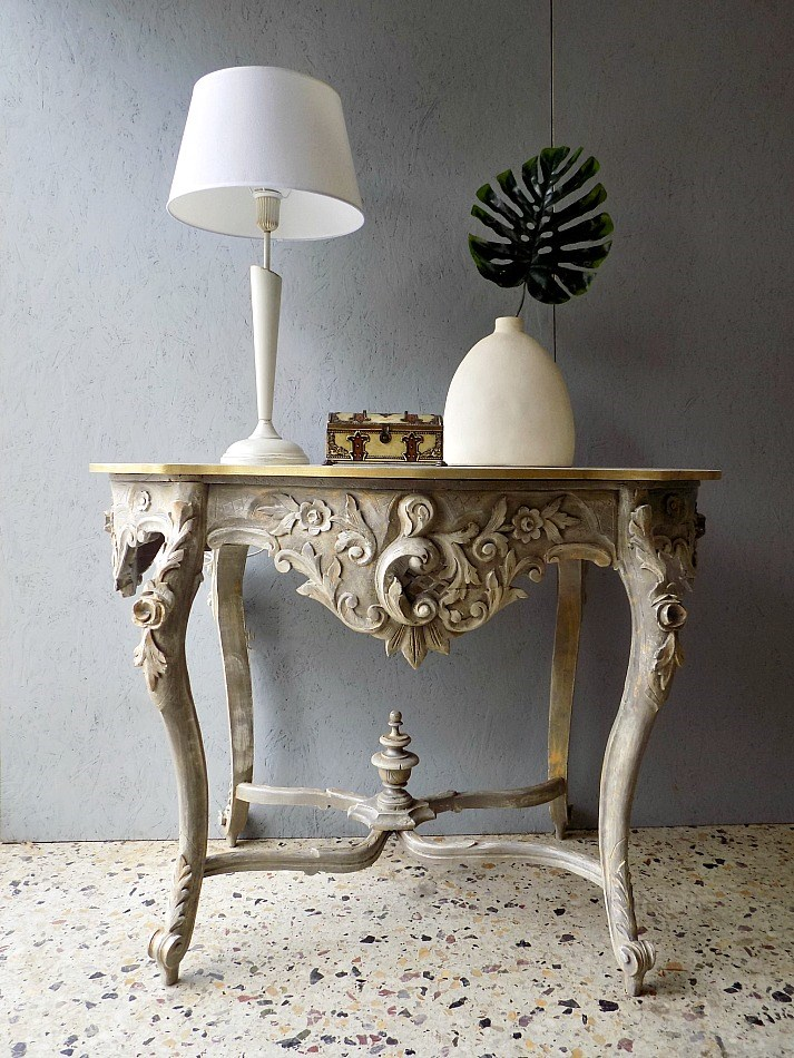 Antique console table makeover, white table lamp, antique box, stone flower vase