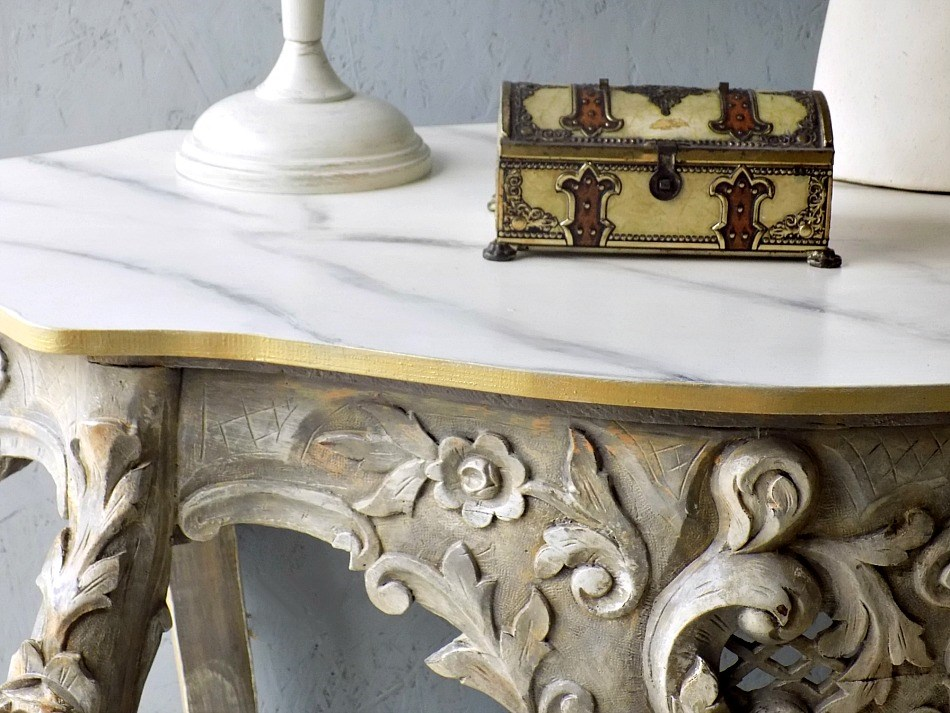 Antique console table makeover, white table lamp, antique box