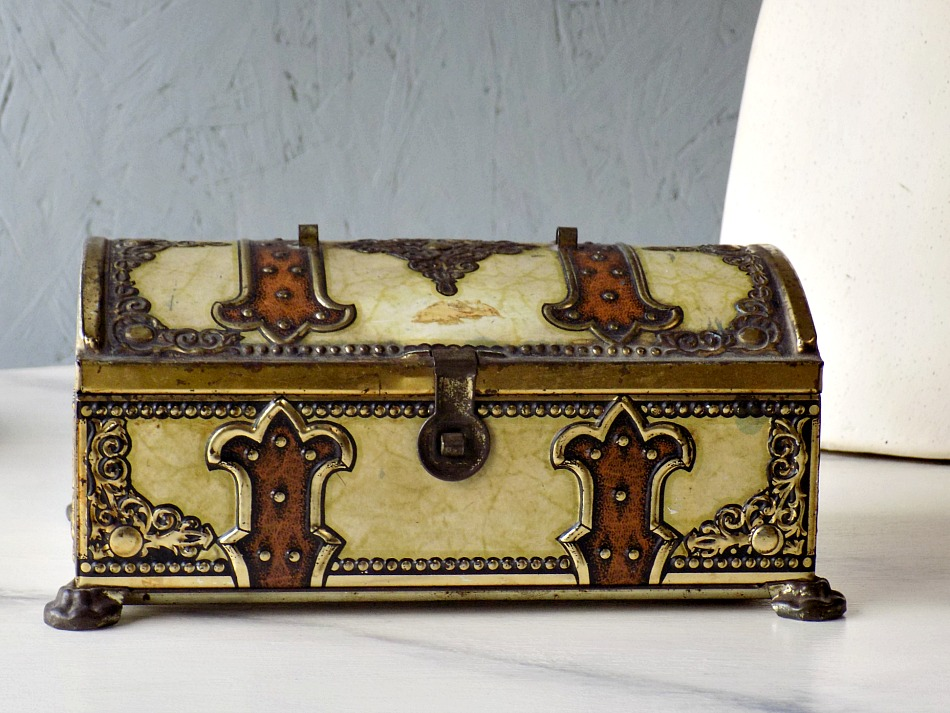Ivory metal vintage box with gold details