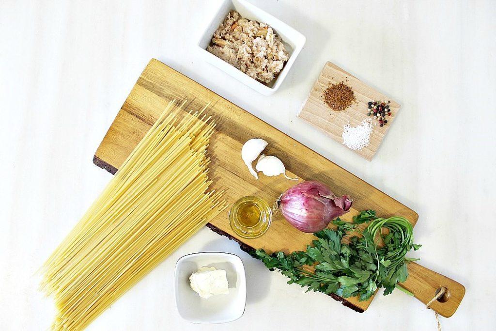 Σπαγγέτι με σάλτσα από καβούρια, Υλικά για μακαρόνια με σάλτσα καβουριού
