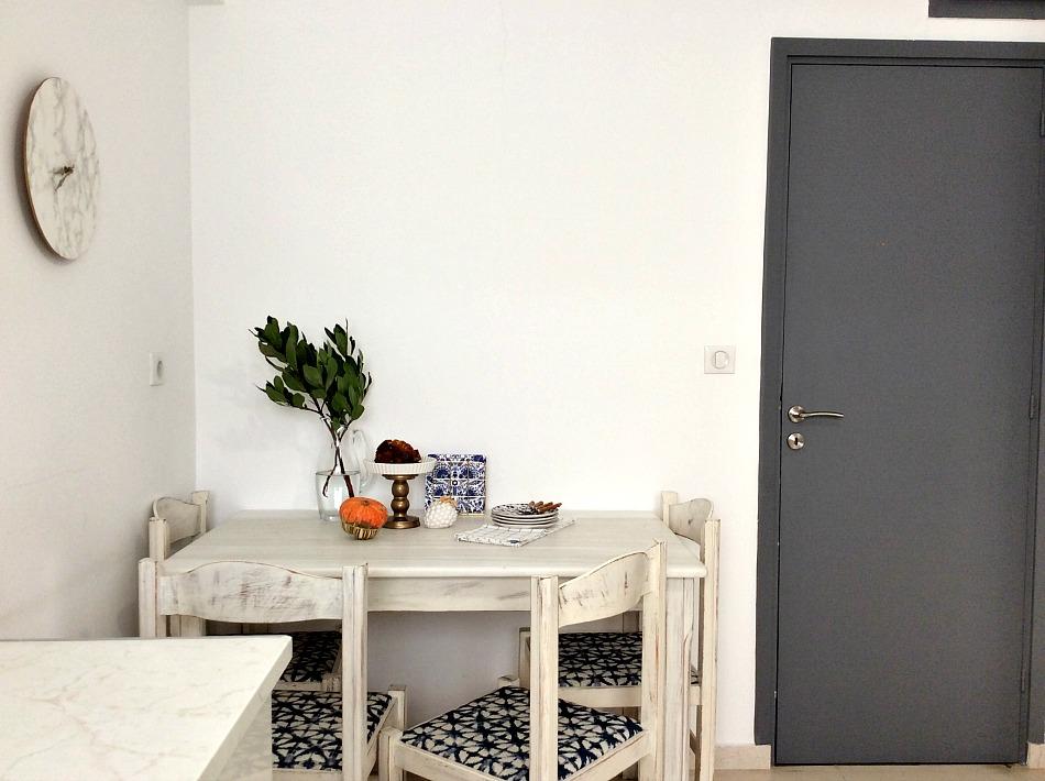 Ανακαίνιση κουζίνας στο καινούργιο σπίτι, Κουζίνα με λευκούς τοίχους και λευκή τραπεζαρία