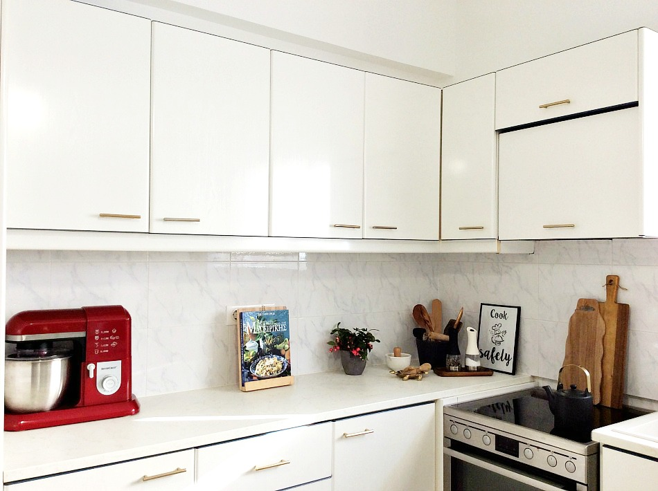 White elegant kitchen makeover, details