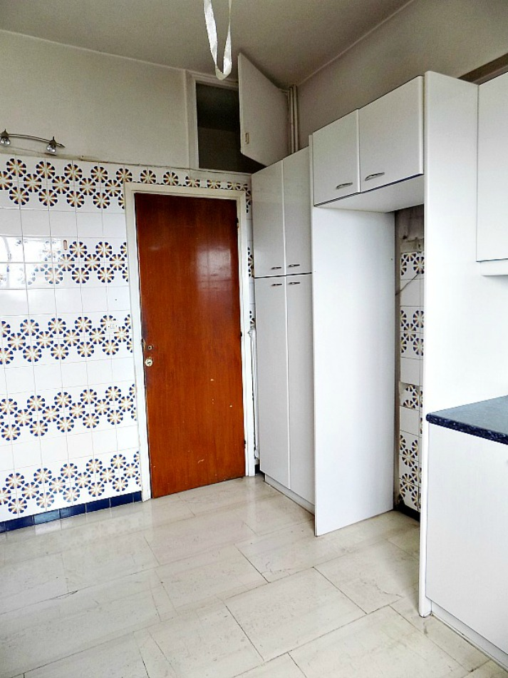 Old kitchen before, wall tiles
