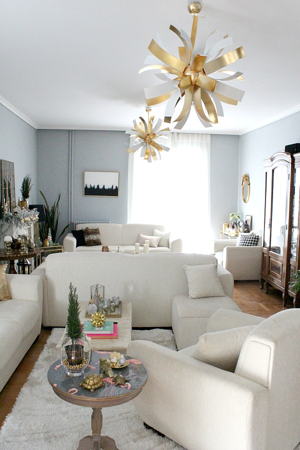 White and gold christmas living room decor
