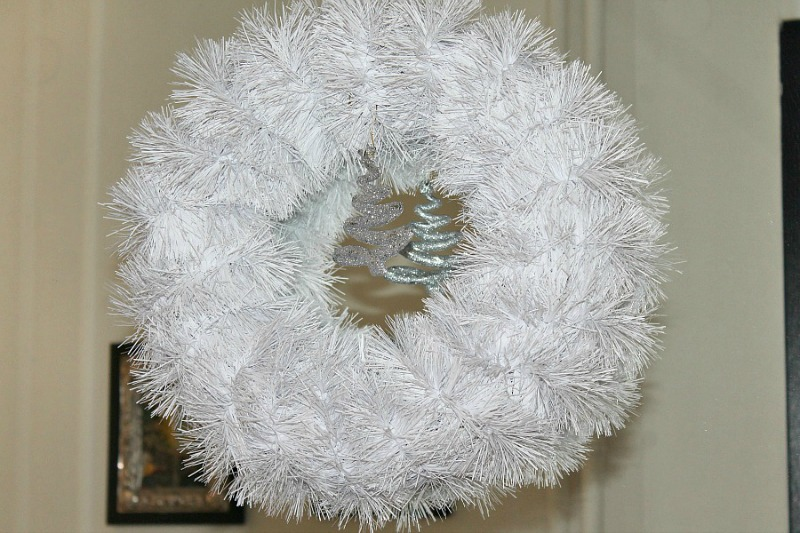 Christmas 2015, entry hall, white wreath