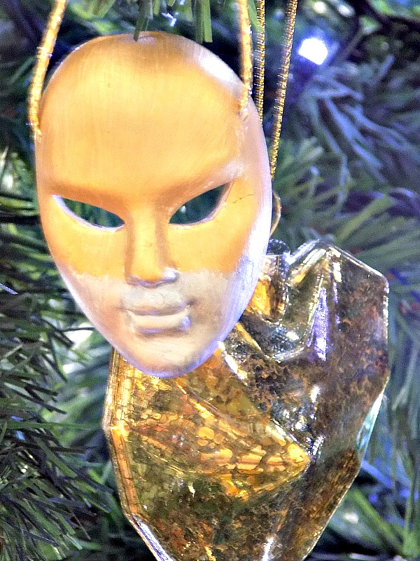 Βενετσιάνικες μάσκες σαν χριστουγεννιάτικα στολίδια