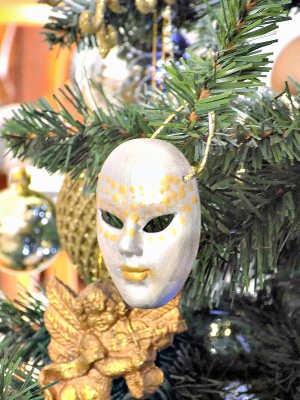 Βενετσιάνικη μάσκα σε σε ασημί και χρυσό χρώμα
