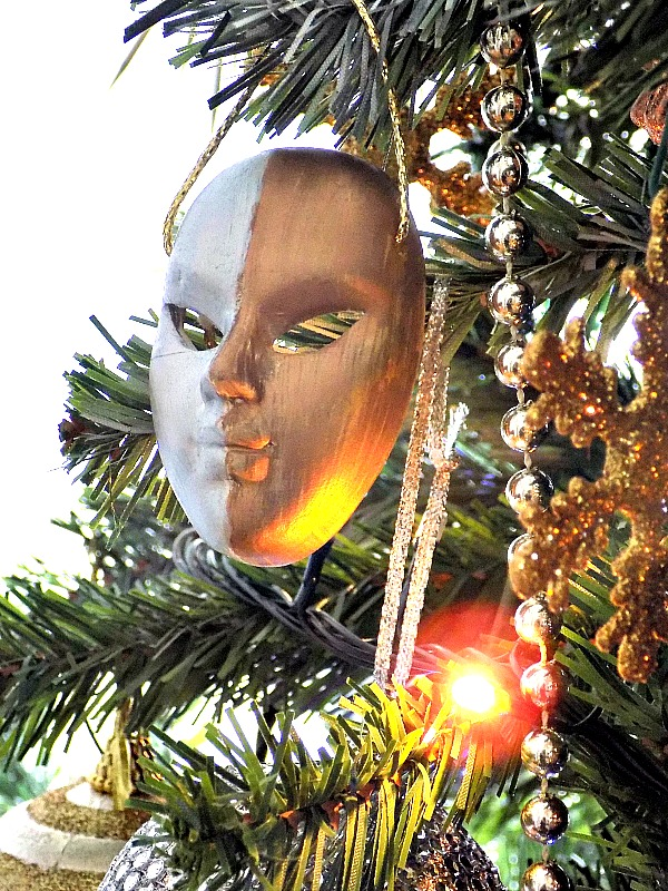 Βενετσιάνικη μάσκα σε σε ασημί και χάλκινο χρώμα