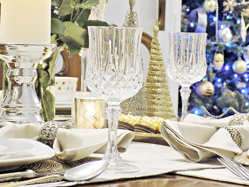 Gold and silver tablescape, New Years Eve tablescape