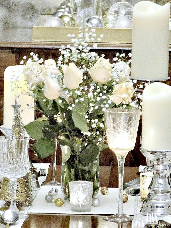 Λουλούδια πάνω στο τραπέζι της Πρωτοχρονιάς