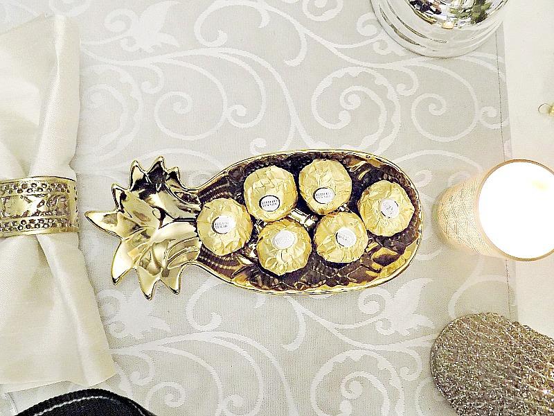 Σοκολατάκια σε χρυσό πιατάκι σχήματος ανανά