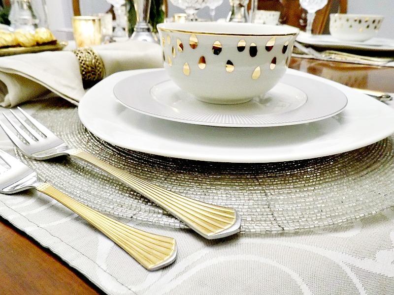 Παραμονή Πρωτοχρονιάς 2016, το γιορτινό μας τραπέζι σε τόνους χρυσό και ασήμι