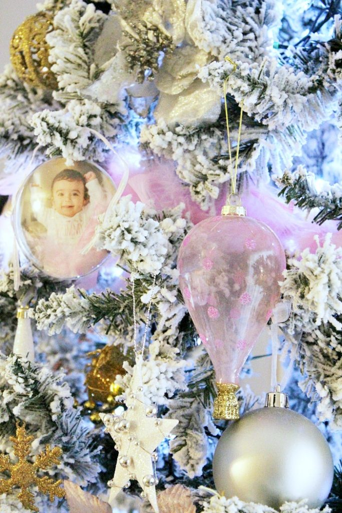 Το πιο όμορφο στολίδι του δέντρου μας, η εγγονή μας