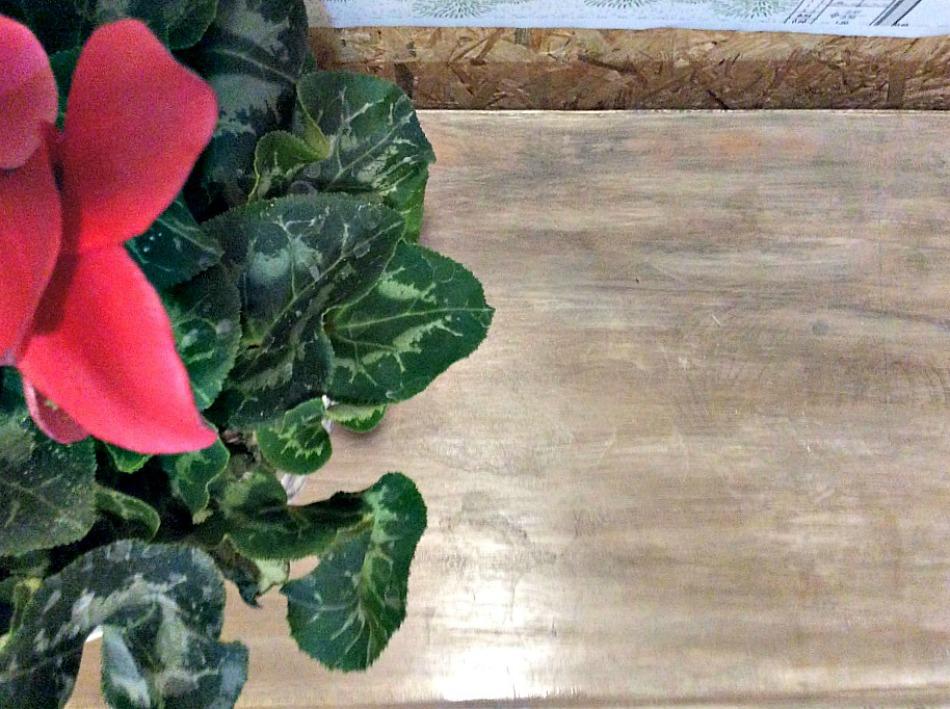 Επιφάνεια vintage έπιπλου βαμμένη με chalk paint