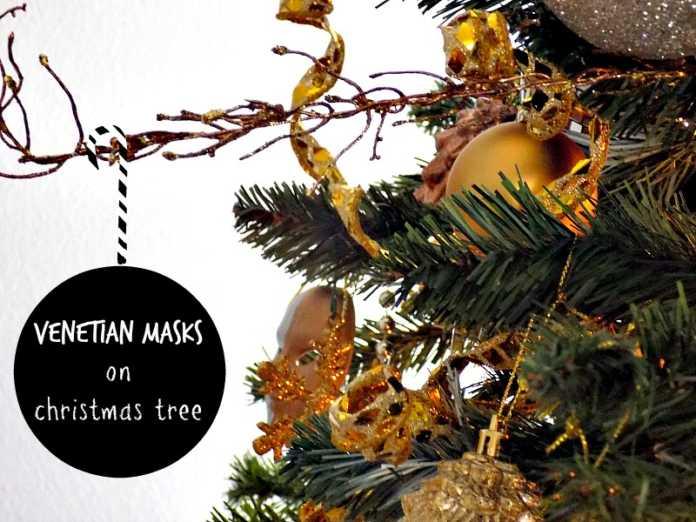 Βενετσιάνικες μάσκες σαν στολίδια στο δέντρο