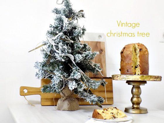 Vintage χριστουγεννιάτικο δέντρο στην κουζίνα