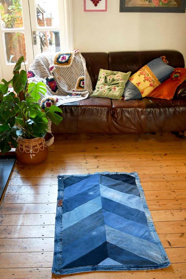 Τι διάβασα και μου άρεσε, Lounge chevron rug
