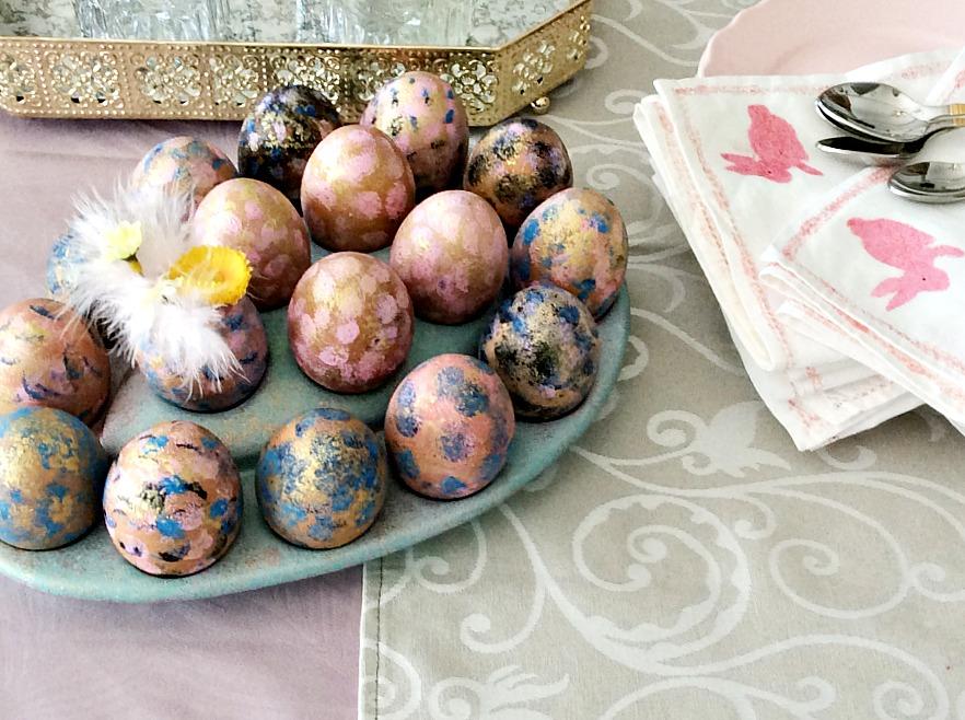 Βάφω αυγά με χρώματα ζαχαροπλαστικής
