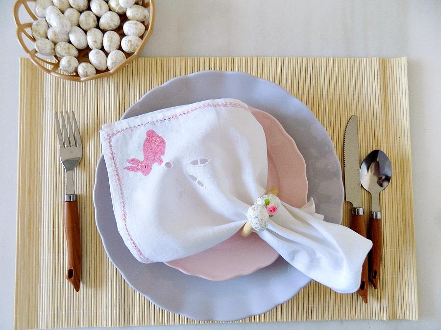 Διακόσμηση πασχαλινού τραπεζιού, diy napkin rings for easter, stenciled napkins