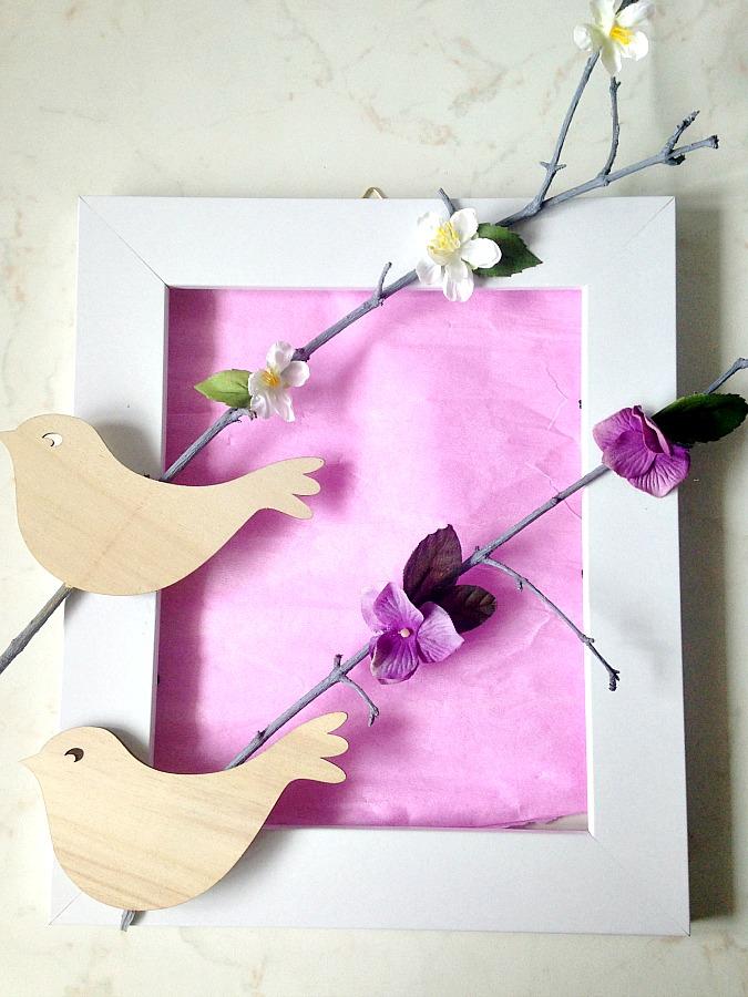 Παιδικό καδράκι με κλαδιά και πουλάκια με ροζ φόντο