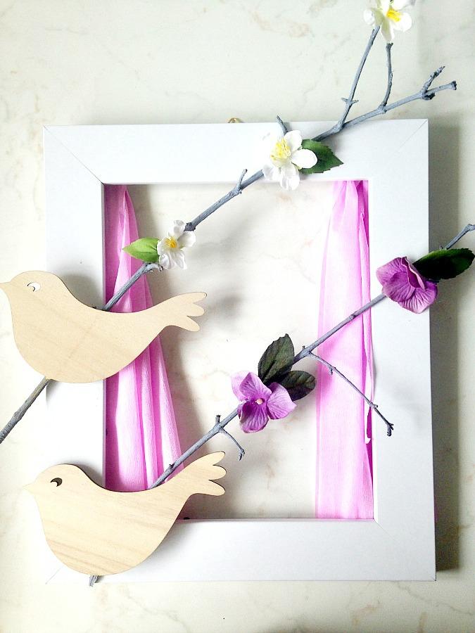 Παιδικό καδράκι με κλαδιά και πουλάκια σαν παράθυρο