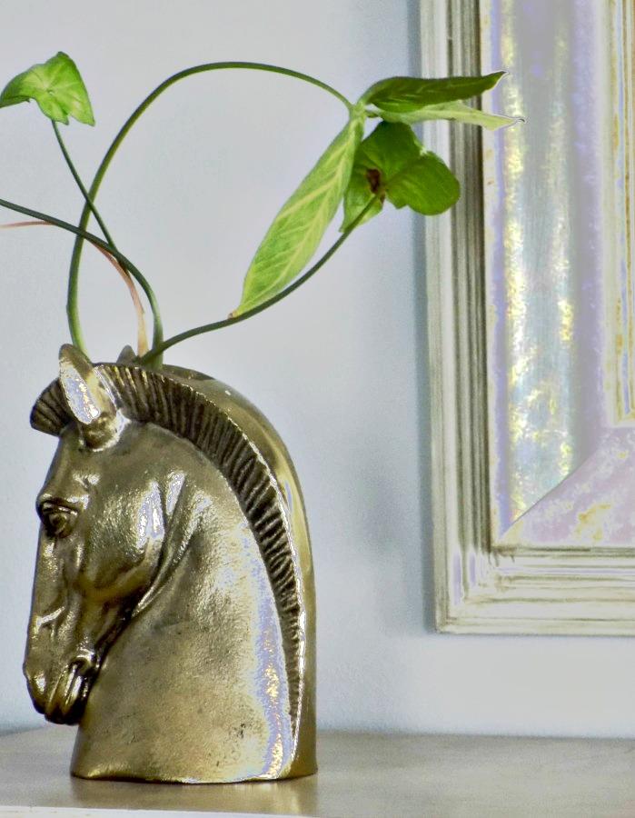 Μεταμόρφωση κορνίζας σε διακοσμητικό καθρέφτη Brass horse head flower vase