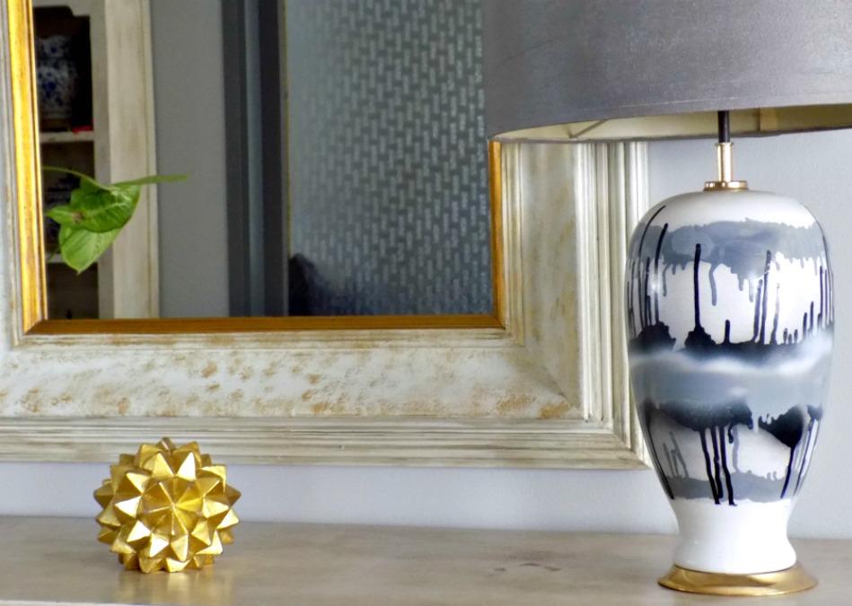 Μεταμόρφωση κορνίζας σε διακοσμητικό καθρέφτη με μπογιά κιμωλίας και χρυσή πατίνα