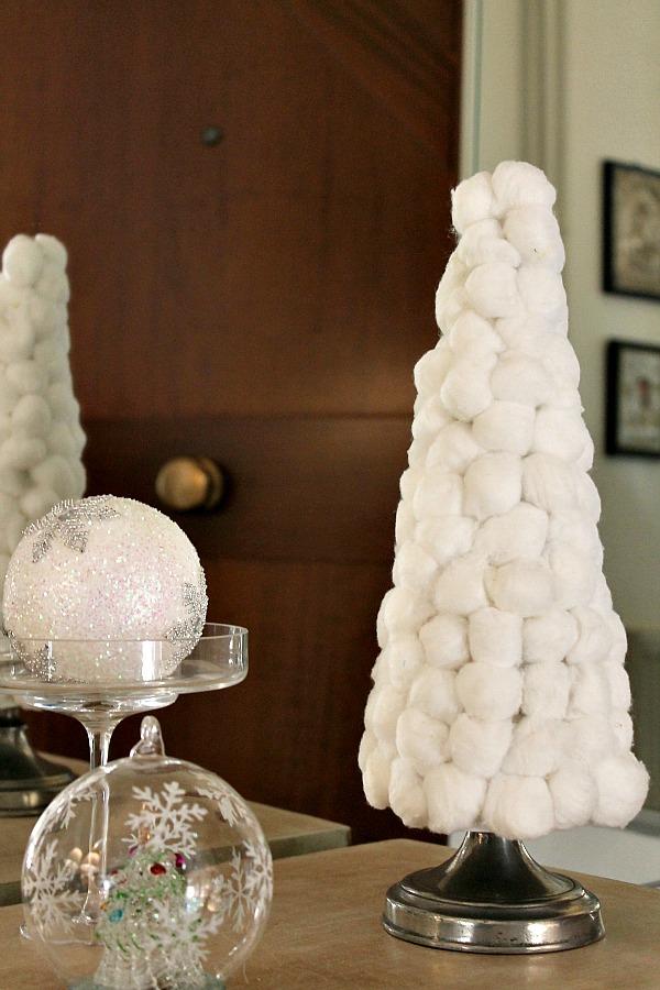 Χριστουγεννιάτικο δεντράκι με μπαλίτσες βαμβακιού