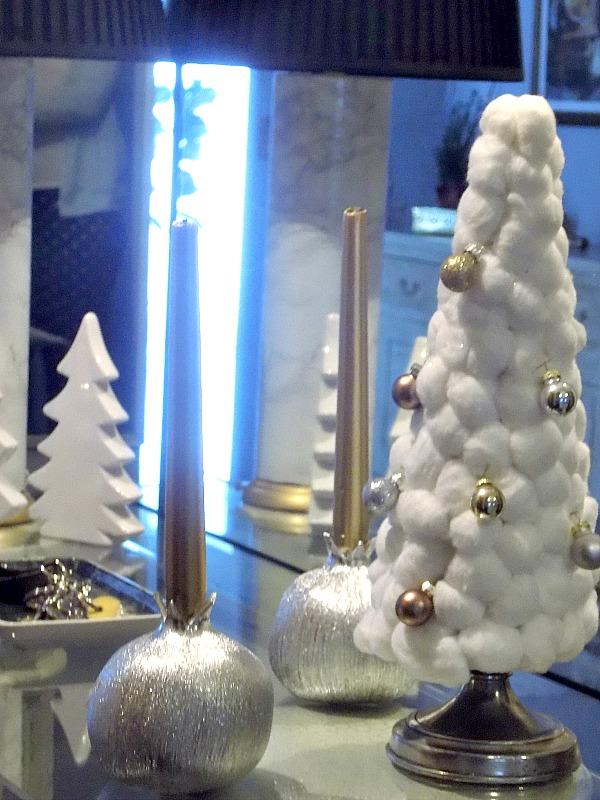 Μίνι χριστουγεννιάτικο δέντρο με μπαλίτσες