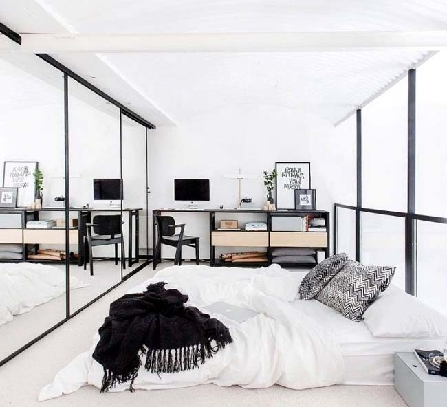 Μοντέρνα κρεβατοκάμαρα με τοίχο καθρέφτη