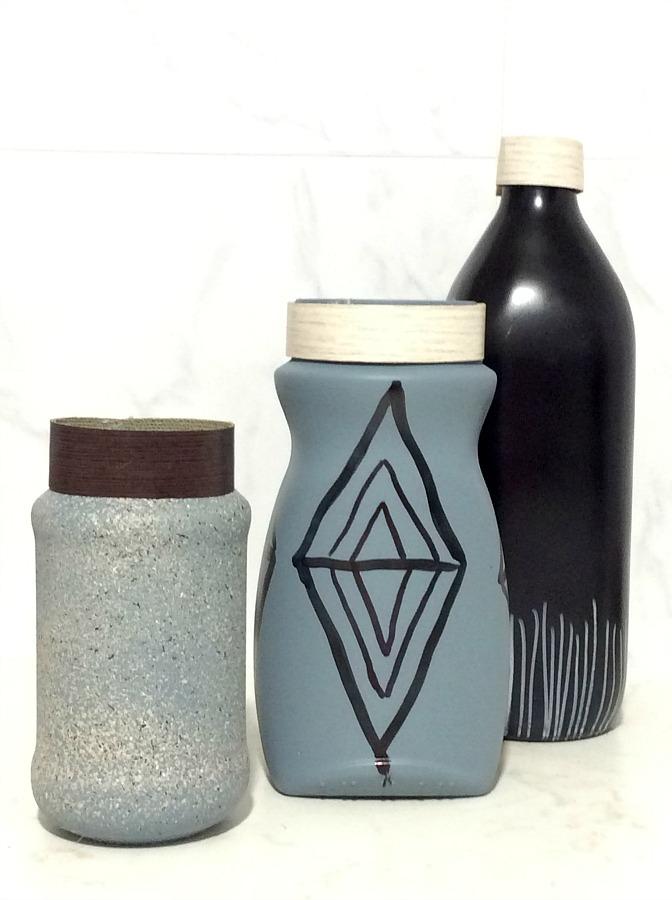 Γυάλινα βάζα μεταμορφώνονται σε minimal ανθοδοχεία
