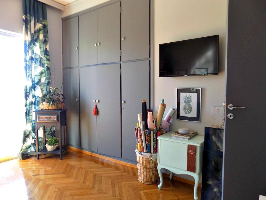 Το γραφείο μου στο σπίτι όπως είναι τώρα, η ντουλάπα