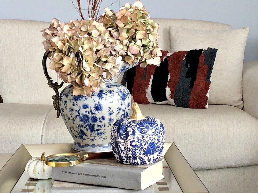 Φθινοπωρινή διακόσμηση σε γήινους και μπλε τόνους
