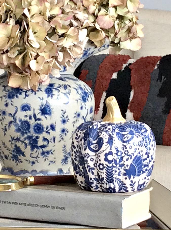 Φθινοπωρική διακόσμηση σε γήινους και μπλε τόνους