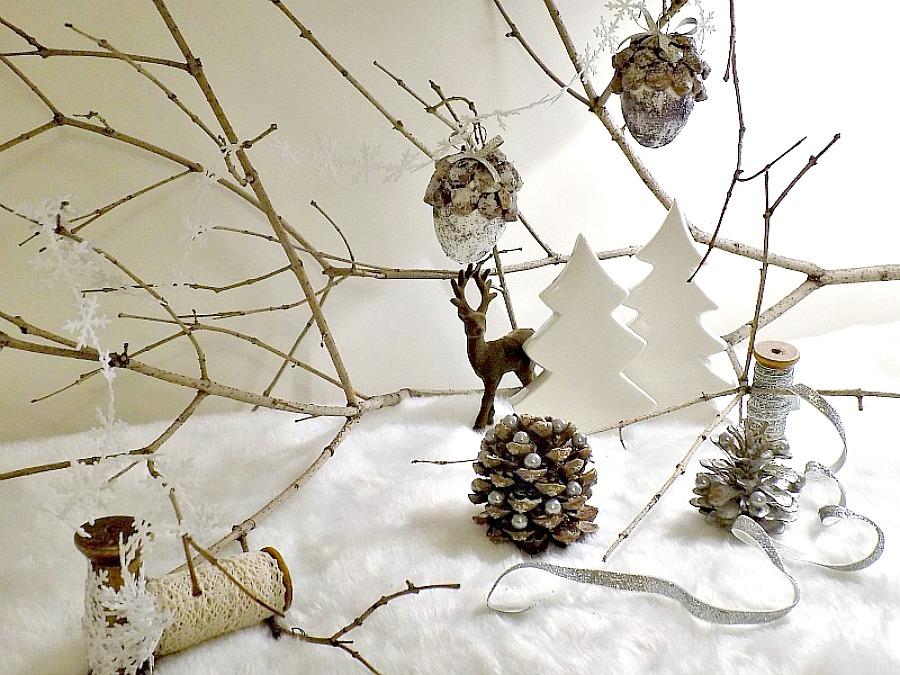 Χριστουγεννιάτικο τοπίο με φυσικά υλικά