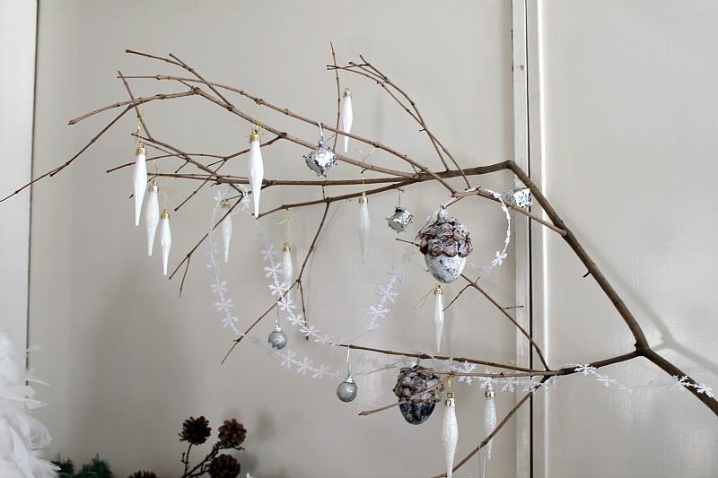 Χριστουγεννιάτικη διακόσμηση με φυσικά υλικά