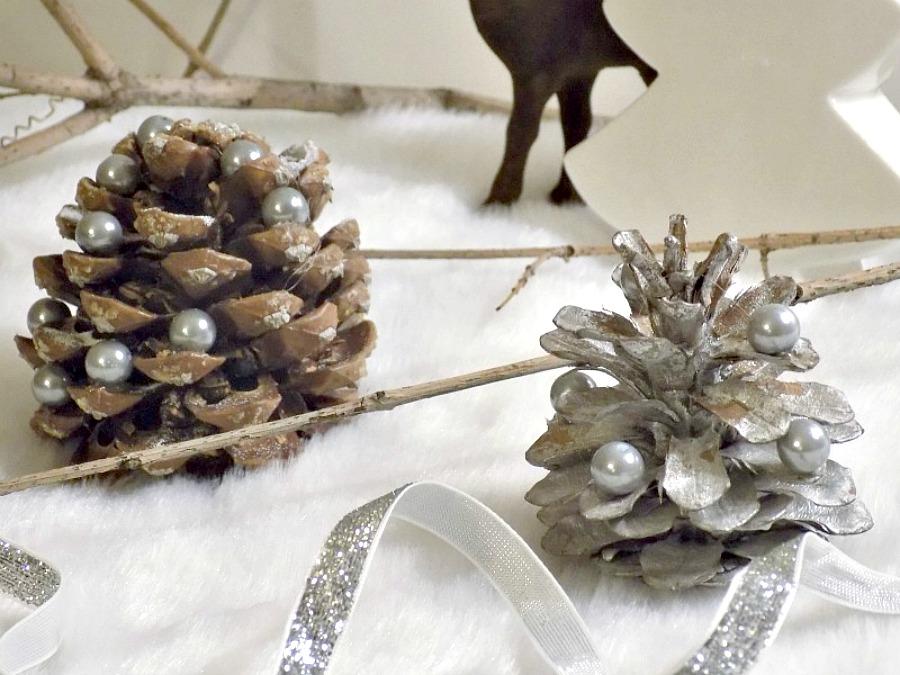 Μίνι χριστουγεννιάτικα δέντρα από κουκουνάρια