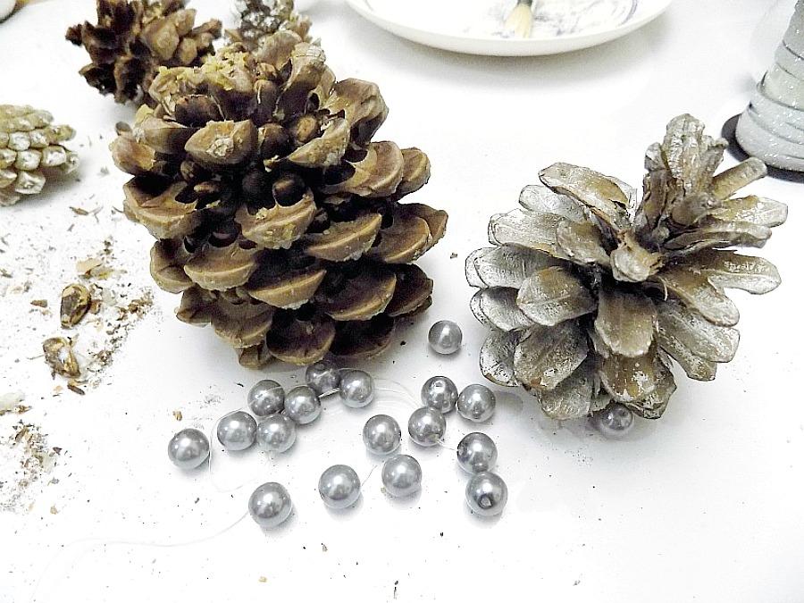 Χριστουγεννιάτικα δεντράκια από κουκουνάρια