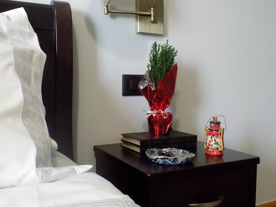 Christmas bedroom, simple night stand decor