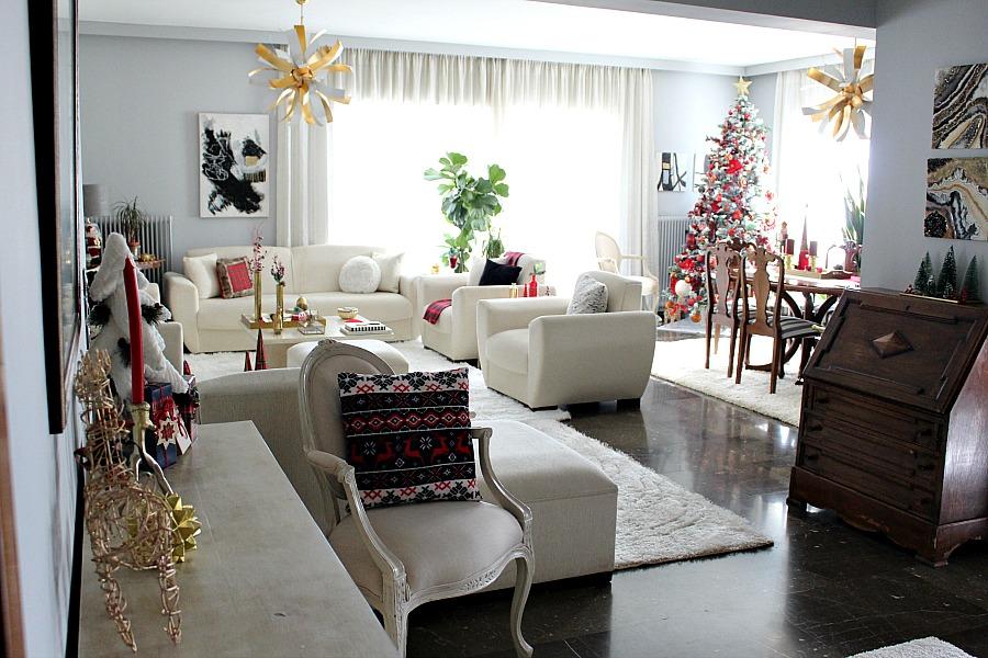 Κόκκινα Χριστούγεννα 2019, η είσοδος του σπιτιού